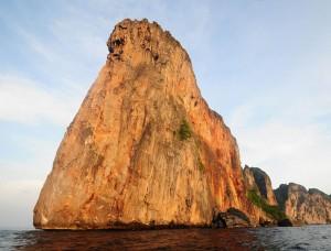 Felsen aus dem Meer in Koh Phi Phi